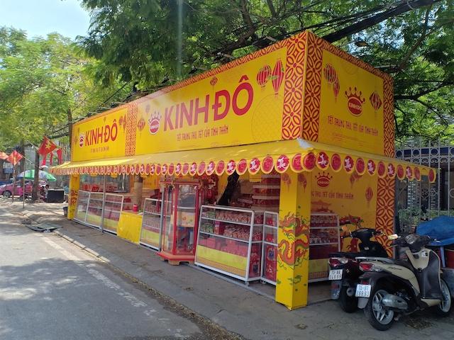 Một sạp bánh trung thu của Kinh Đô